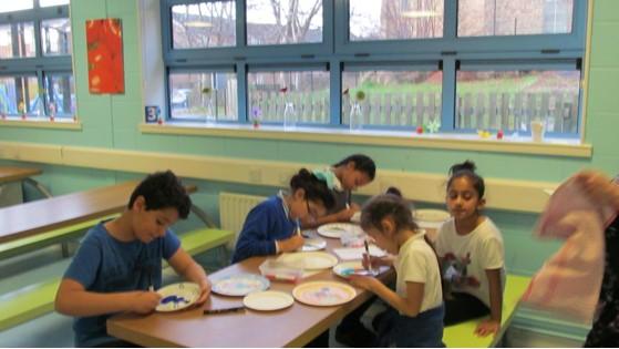 Pupils decorating plates