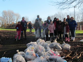 Ellesmere litter pick team two