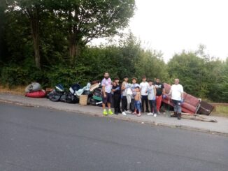 Roma litter pickers on Sutherland Road. Photo by Karen Malone..